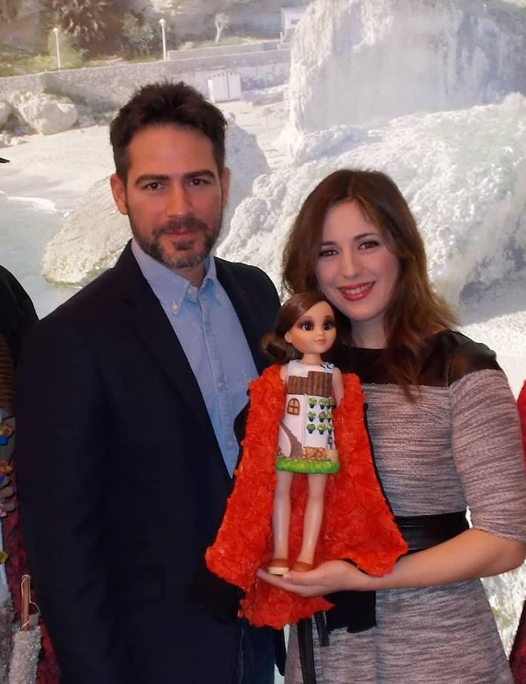 Ruth Núñez con la muñeca Patia