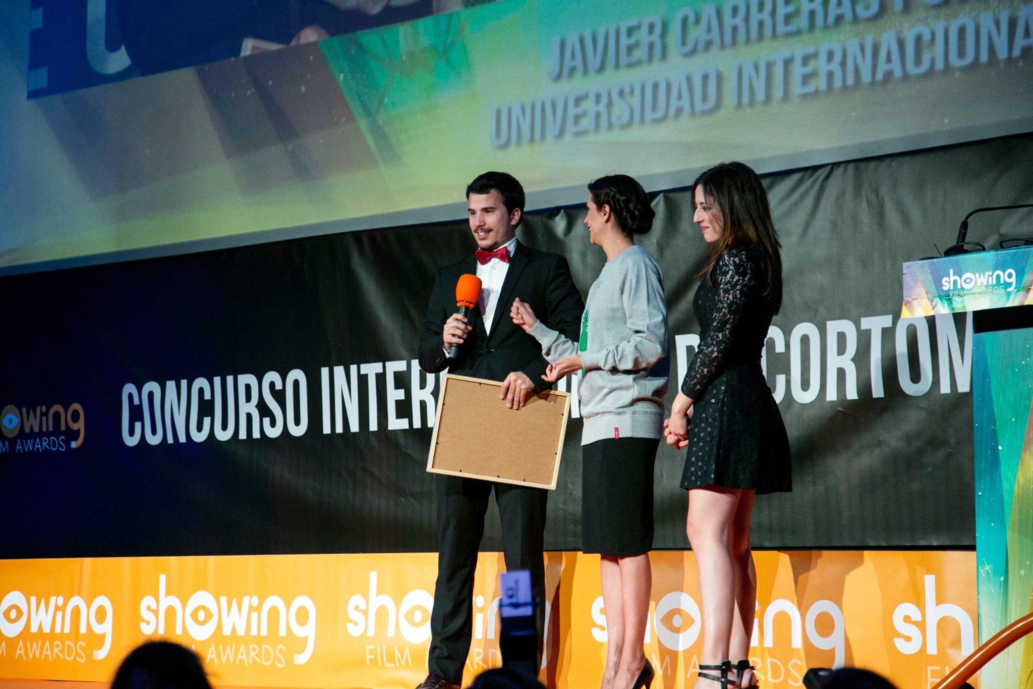 Ruth Núñez entregó el segundo premio en los Showing Film Awards
