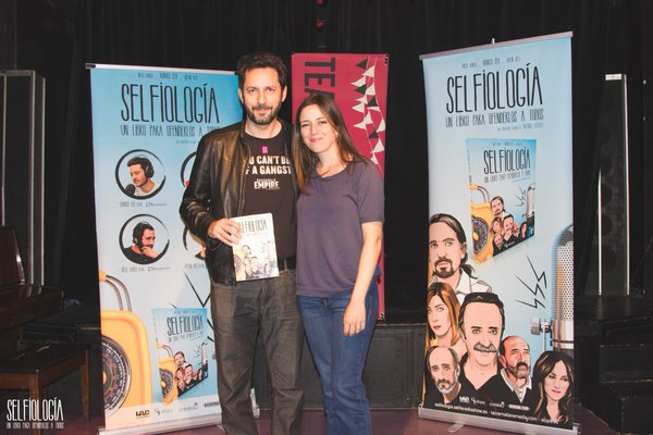Ruth Núñez con Manuel Ríos San Martín en la presentación de 'Selfiología'